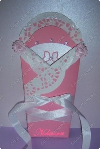 И снова здравствуйте! Открытка сделанная на заказ для маленькой новорожденной.Сделала ее в розовом цвете, украсила стразами. фото 1