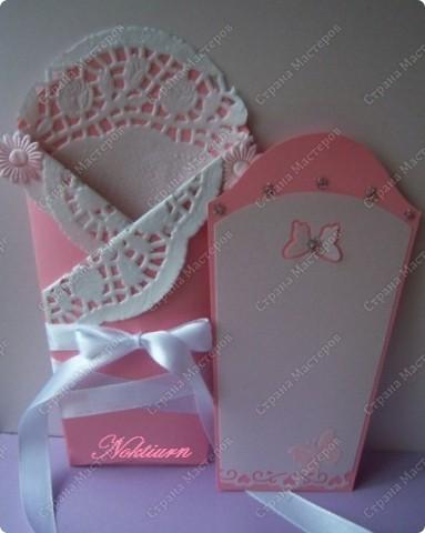 И снова здравствуйте! Открытка сделанная на заказ для маленькой новорожденной.Сделала ее в розовом цвете, украсила стразами. фото 2