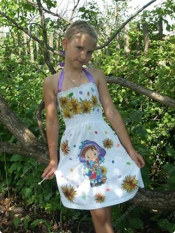 Одна  из первых моих проб росписи ткани ( Взрослый топик превратился в детский сарафан)
