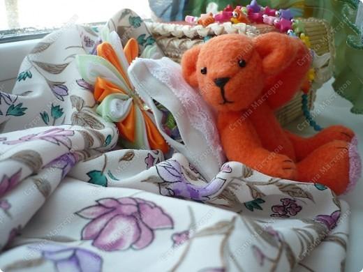 """Сегодня ночью """"родилось"""" у меня вот это флисовое чудо) Звать Сонькой. Сонька - потому-что спать много любит... Делала своего мишку вот по этому замечательному мастер-классу http://foto.mail.ru/mail/yurovaelena/teddyminiatyura Мне сам процесс очень понравился, такого мишку я делала первый раз, поэтому на радостях решила устроить для Соньки фотосессию... фото 5"""
