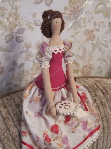 Куколка сегодня отправится в подарок одной замечательной девушке, которая очень любит вышивать. фото 3