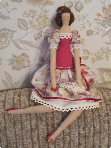 Куколка сегодня отправится в подарок одной замечательной девушке, которая очень любит вышивать. фото 1