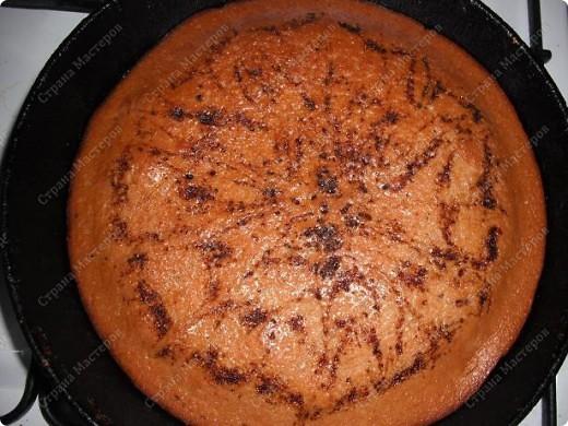 Видела сдесь пирог, решила приготовить, но автора к сожалению забыла. Пусть автор простит меня. Но кто не видел рецепт, выложу его. Нужно: 1 яйцо, 3 ст. ложки любого варенья, 0,5 ст. сахара, 1ч.л. негашеной соды, 0,5 ст. жидкости (кофе, чай, какао), 1,5ст. муки, 1 ст. л. раст. масла. фото 2