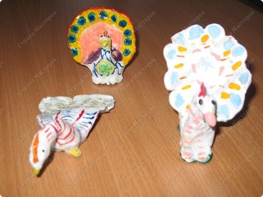 На уроке труда сделали поделки из пластилина. Каждый раскрасил по своему настроению. фото 1