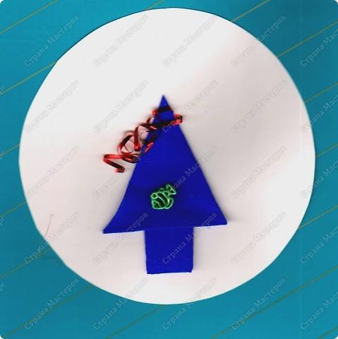 Скоро праздник. Дел у нас очень много, но занятия продолжаются. Сегодня будем решать несколько задач. Первая: вспомним приемы оригами и сложим елочку, которая украсит наш новогодний стол.  фото 9