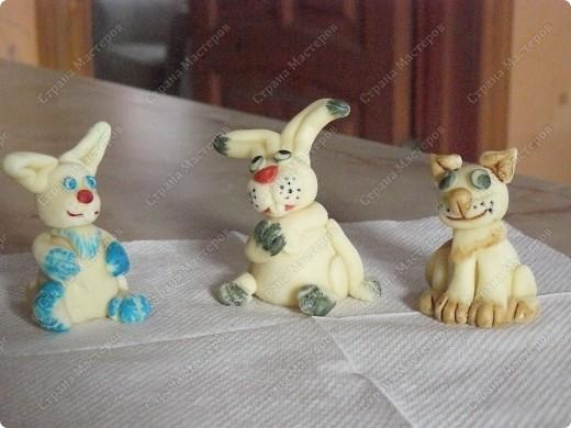А этих зайчиков можно кушать, потому что они сделаны из сладкого материала (мастики) их я делаю в подарок на тирты к новому году фото 3