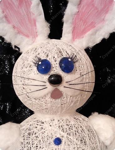 Ну вот, наконец-то мы его сделали)) Давно с дочей накрутили шариков из ниток, все думали, то ли снеговика то ли еще кого....  Решили все же кролика сделать фото 2