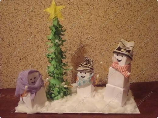 Этих снеговичков сделали я и сын Данил (8 лет)
