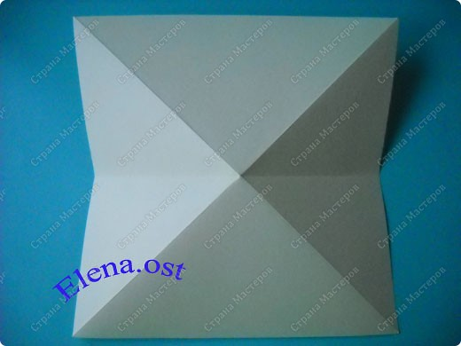 Оригинальная коробочка-котик в технике оригами. Лучше использовать плотную бумагу, тогда коробочка хорошо сохраняет форму. Можно использовать как для хранения различных изделий, или как упаковку для подарка. При копировании статьи, целиком или частично, пожалуйста, указывайте активную ссылку на источник! https://stranamasterov.ru/user/9321 https://stranamasterov.ru/node/132584 фото 2