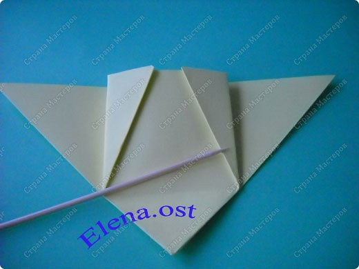 Оригинальная коробочка-котик в технике оригами. Лучше использовать плотную бумагу, тогда коробочка хорошо сохраняет форму. Можно использовать как для хранения различных изделий, или как упаковку для подарка. При копировании статьи, целиком или частично, пожалуйста, указывайте активную ссылку на источник! https://stranamasterov.ru/user/9321 https://stranamasterov.ru/node/132584 фото 11