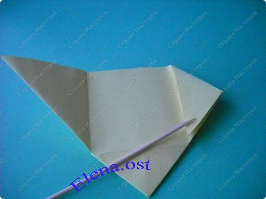 Оригинальная коробочка-котик в технике оригами. Лучше использовать плотную бумагу, тогда коробочка хорошо сохраняет форму. Можно использовать как для хранения различных изделий, или как упаковку для подарка. При копировании статьи, целиком или частично, пожалуйста, указывайте активную ссылку на источник! https://stranamasterov.ru/user/9321 https://stranamasterov.ru/node/132584 фото 12