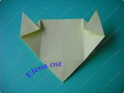 Оригинальная коробочка-котик в технике оригами. Лучше использовать плотную бумагу, тогда коробочка хорошо сохраняет форму. Можно использовать как для хранения различных изделий, или как упаковку для подарка. При копировании статьи, целиком или частично, пожалуйста, указывайте активную ссылку на источник! https://stranamasterov.ru/user/9321 https://stranamasterov.ru/node/132584 фото 13