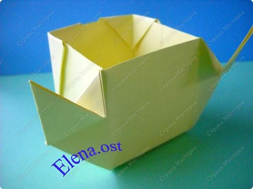 Оригинальная коробочка-котик в технике оригами. Лучше использовать плотную бумагу, тогда коробочка хорошо сохраняет форму. Можно использовать как для хранения различных изделий, или как упаковку для подарка. При копировании статьи, целиком или частично, пожалуйста, указывайте активную ссылку на источник! https://stranamasterov.ru/user/9321 https://stranamasterov.ru/node/132584 фото 15