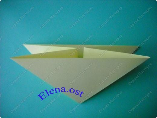 Оригинальная коробочка-котик в технике оригами. Лучше использовать плотную бумагу, тогда коробочка хорошо сохраняет форму. Можно использовать как для хранения различных изделий, или как упаковку для подарка. При копировании статьи, целиком или частично, пожалуйста, указывайте активную ссылку на источник! https://stranamasterov.ru/user/9321 https://stranamasterov.ru/node/132584 фото 3
