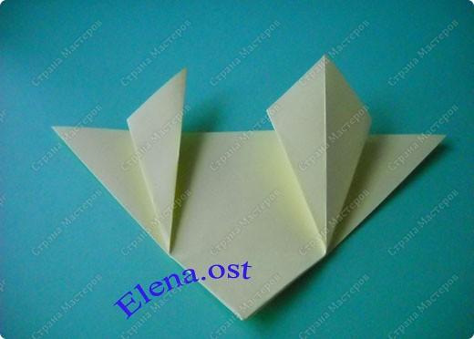 Оригинальная коробочка-котик в технике оригами. Лучше использовать плотную бумагу, тогда коробочка хорошо сохраняет форму. Можно использовать как для хранения различных изделий, или как упаковку для подарка. При копировании статьи, целиком или частично, пожалуйста, указывайте активную ссылку на источник! https://stranamasterov.ru/user/9321 https://stranamasterov.ru/node/132584 фото 6