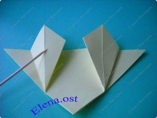 Оригинальная коробочка-котик в технике оригами. Лучше использовать плотную бумагу, тогда коробочка хорошо сохраняет форму. Можно использовать как для хранения различных изделий, или как упаковку для подарка. При копировании статьи, целиком или частично, пожалуйста, указывайте активную ссылку на источник! https://stranamasterov.ru/user/9321 https://stranamasterov.ru/node/132584 фото 7