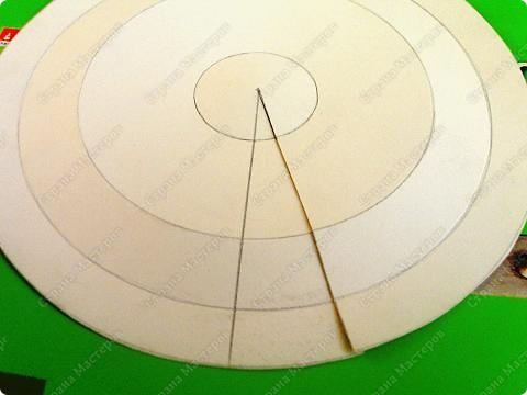 Предлагаю сделать летающую тарелку. нам понадобится- картон, циркуль, ножницы, авторучка без чернил, клей фото 4