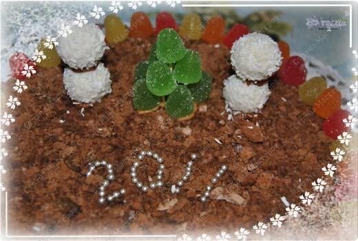 ПОЗДРАВЛЯЮ ЕЩЕ РАЗ ВСЕХ С НАСТУПИВШИМ НОВЫМ ГОДОМ И РОЖДЕСТВОМ!!! И вот - угощайтесь!!! Этот тортик приготовила на свой новогодний стол. Очень прост в изготовлении и без выпечки!!! фото 2