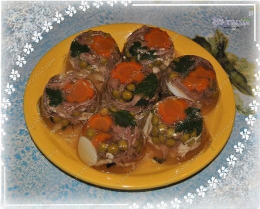 Позвольте и мне поделится моим новогодним меню, которое было на столе в новогоднюю ночь 2010-2011 года. Помимо этих блюд на столе был тортик (см. http://stranamasterov.ru/node/133781) и свинина с картофелем, запеченная с ананасами и грибами под сыром с майонезом (увы, не успела сфоткать) фото 6