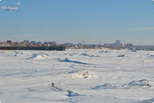 """Поздравляю ВСЕХ с праздником КРЕЩЕНИЯ ГОСПОДНЕ!!! Эх, и морозцы у нас наступили - крещенские морозы!!! Вот захотелось пригласить ко мне в гости - познакомить с местами, где я живу. Проходите!!!  Как-то к нам под новый год заглянул """"корабль пустыни"""" - замерз под елкой-то! фото 11"""