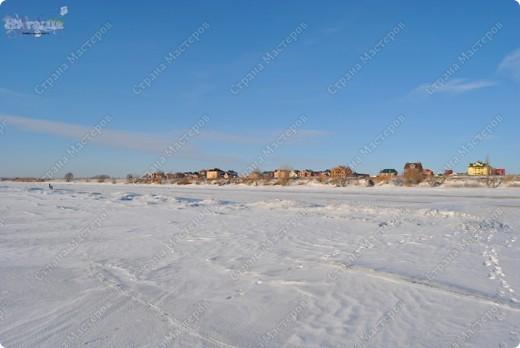 """Поздравляю ВСЕХ с праздником КРЕЩЕНИЯ ГОСПОДНЕ!!! Эх, и морозцы у нас наступили - крещенские морозы!!! Вот захотелось пригласить ко мне в гости - познакомить с местами, где я живу. Проходите!!!  Как-то к нам под новый год заглянул """"корабль пустыни"""" - замерз под елкой-то! фото 15"""