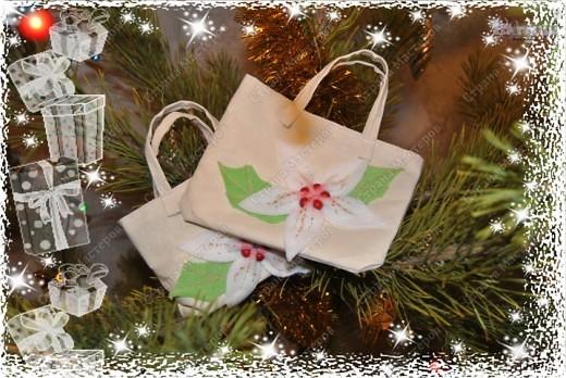 Как же я могла оставить без подарков на новый год своих мам (родную мамочку и свекровь) - конечно, де нет!!!  Купила косметику в подарок, но просто как-то не очень дарилось :-))) Вот и сшила такие сумочки из простой ткани где-то за часок!  фото 1