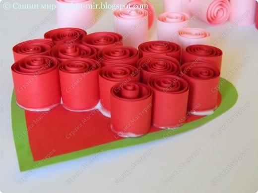 Хочу поделиться идеей оформления открытки. Думаю, такие розы смогут сделать ученики начальных классов. И порадовать своих мам, бабушек и учителей на 8 марта.  фото 4