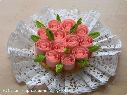 Хочу поделиться идеей оформления открытки. Думаю, такие розы смогут сделать ученики начальных классов. И порадовать своих мам, бабушек и учителей на 8 марта.  фото 1