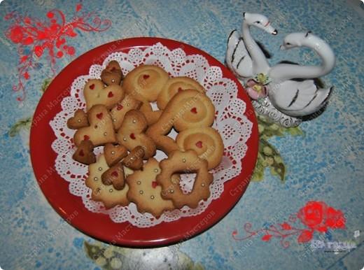 Моим мужичкам в Валентинов день я подарила вот такие вкусные валентинки-печеньки!  Рецепт очень прост и приготовление тоже не трудное. А радости море!!! :-))) фото 3