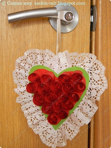 Хочу поделиться идеей оформления открытки. Думаю, такие розы смогут сделать ученики начальных классов. И порадовать своих мам, бабушек и учителей на 8 марта.  фото 9