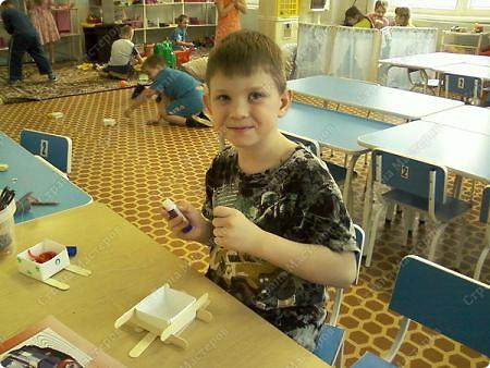 Санки-это коробочка оригами, полозья- медицинские шпателя. фото 3