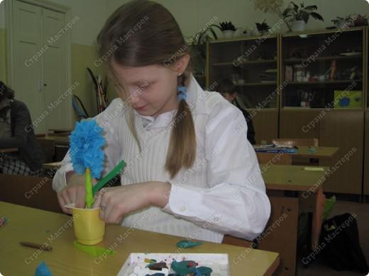 Цветы получились такие же нежные,как и сами юные мастерицы. фото 3