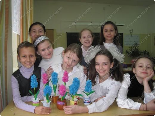 Цветы получились такие же нежные,как и сами юные мастерицы. фото 1
