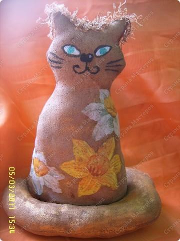 Это подружка Адамчику (котику Олисандры) :))Сшита киса из хлопковой ткани, набита синтепоном и затонирована кофе с какао. фото 1