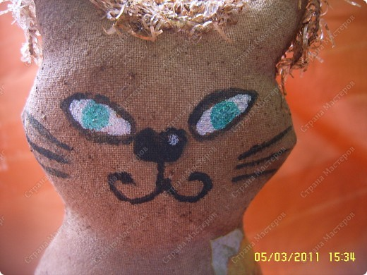 Это подружка Адамчику (котику Олисандры) :))Сшита киса из хлопковой ткани, набита синтепоном и затонирована кофе с какао. фото 5