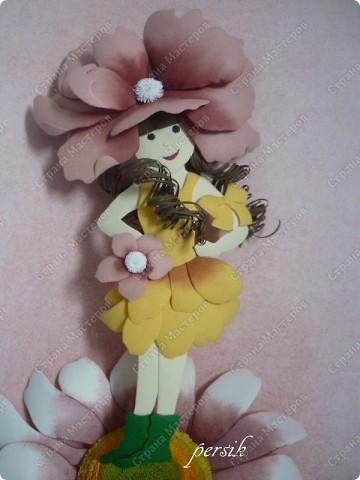 """На курсах эта работа называется """"Девочка на цветке"""", а   у меня - """"Дюймовочка"""". Сделать её хотелось давно, с тех самых пор, как  только её заприметила. Работа выполнена в технике бумагопластика. Сама по себе эта техника не очень сложная, но требует определённого навыка. фото 4"""