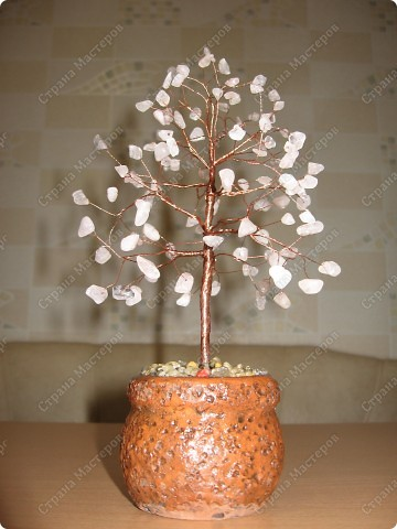 Оберег Поделка изделие Бисероплетение Деревце из розового кварца Материал природный.