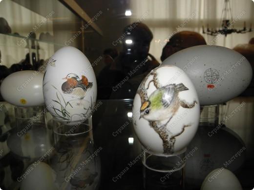 То, что я увидела, меня так поразило, что хочу поделиться со всеми своими впечатлениями. Я думаю, что вы меня поймете, когда посмотрите все сами. Резьба по страусиному яйцу и роспись... фото 7