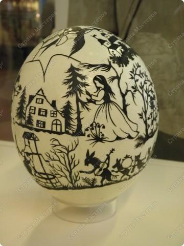 Продолжая начатую тему выставки пасхальных яиц. Это 2 часть.  Яйца украшены соломкой... фото 4