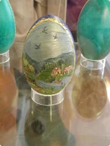 Продолжая начатую тему выставки пасхальных яиц. Это 2 часть.  Яйца украшены соломкой... фото 9