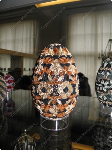 Продолжая начатую тему выставки пасхальных яиц. Это 2 часть.  Яйца украшены соломкой... фото 14