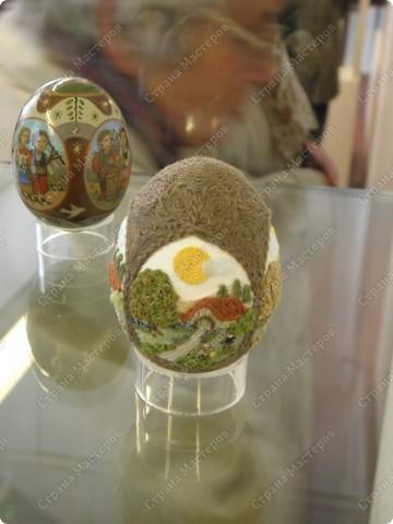 Продолжая начатую тему выставки пасхальных яиц. Это 2 часть.  Яйца украшены соломкой... фото 16
