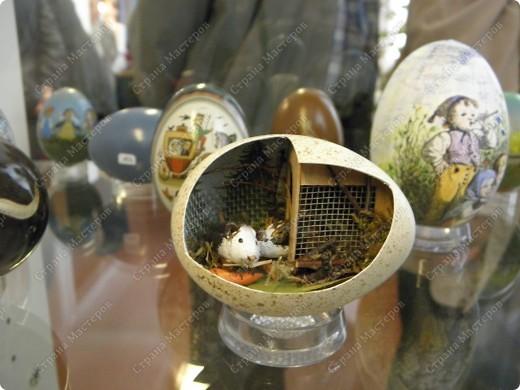 Продолжая начатую тему выставки пасхальных яиц. Это 2 часть.  Яйца украшены соломкой... фото 23