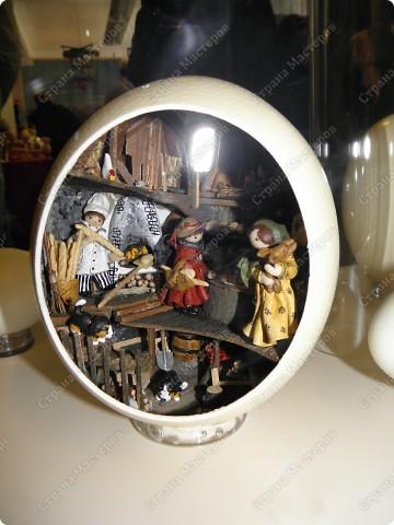 Продолжая начатую тему выставки пасхальных яиц. Это 2 часть.  Яйца украшены соломкой... фото 25