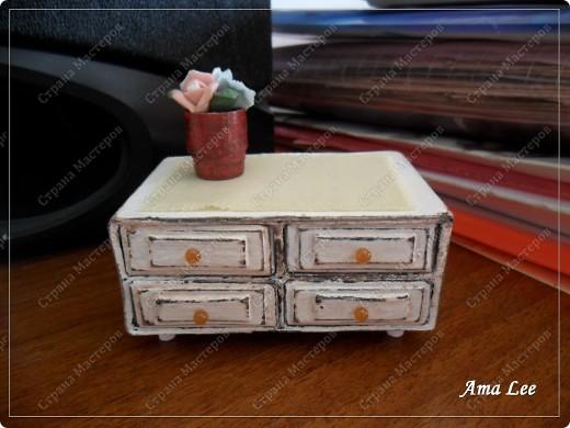 Наткнулась в инете на МК:  http://pastilka.blogspot.com/2011/03/miniature-set-of-drawers-tutorial.html Понравилось! :) Решила сделать что-то подобное. Вот, что получилось! фото 2