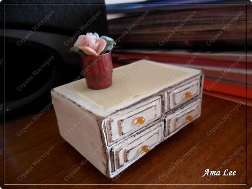 Наткнулась в инете на МК:  http://pastilka.blogspot.com/2011/03/miniature-set-of-drawers-tutorial.html Понравилось! :) Решила сделать что-то подобное. Вот, что получилось! фото 1