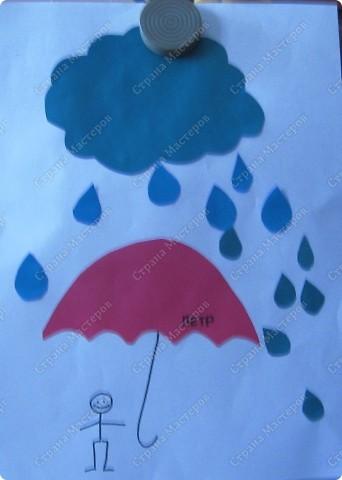 Вот такой веселый дождик получился у моих учеников. Заготовки тучки,зонтика и капелек приготовила заранее. Малышам осталось только приклеить все по порядку.... фото 4