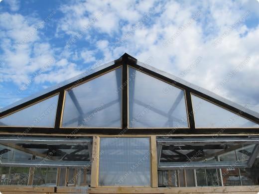 Теплица вид со стороны входа (ширина 3 метра, высота до конька от уровня фундамента 2,80 метра) фото 11