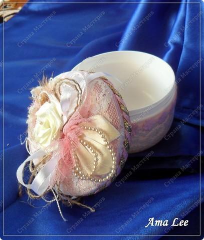 Доброго времени суток! :))) Моя очередная шкатулочка из пластмассовой баночки. :) В диаметре -- 10см. фото 2