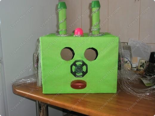 К дню космонавтики в  детском саду, сказали сделать костюм инопланетянина(только верх))???).... долго в голову ничего не приходило..., но время поджимало... и вот что у меня получилось)) фото 7